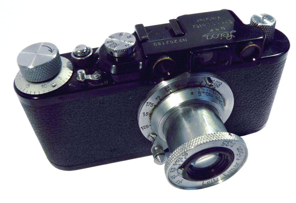 Leica II macchina di Capa storia della fotografia
